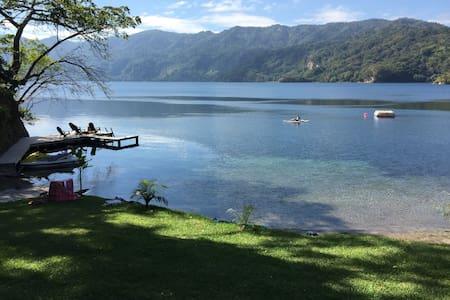 Modern charming Lake house, Ilopango Sur - Santiago Texacuangos