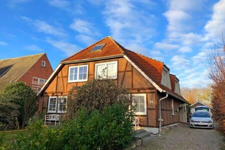 Gemütliche Oldschool Surfer-Wohnung