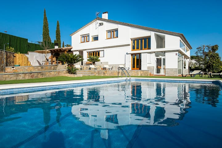 Casa Mirestany-Wonderful house with amazing views