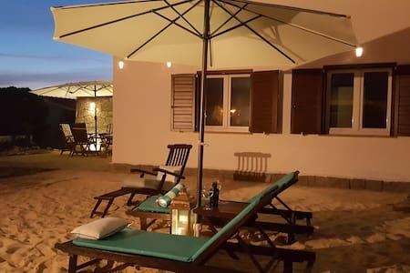 Moradia MonteMar, T2,Porto Covo, 150m da Praia
