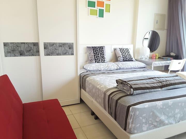 麗寶賽車幸福民宿預約免費麗寶接送漂亮房間設備俱全有停車位可用廚房離麗寶約5分鐘頂級25公分彈簧床