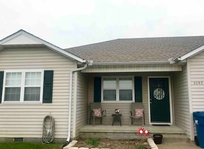 Comfy, Convenient Duplex in West Joplin