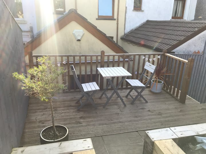 Stylish house 2 miles from seafront/city centre.