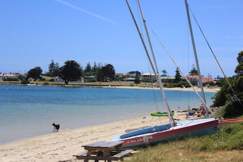 Waterfront - absolute beach frontage