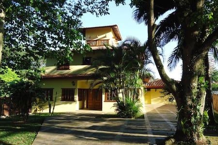 Ampla residência em condomínio fechado, única! - Pindamonhangaba
