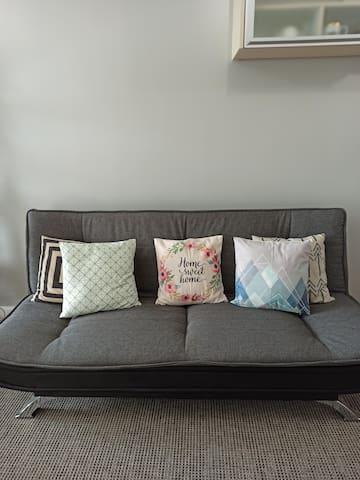 Abreeza - Cozy Scandinavian Home w/ Netflix & WiFi