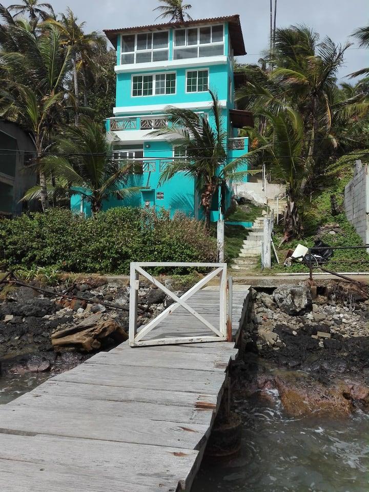 Hermosa casa frente al mar caribe @la.palmitapty