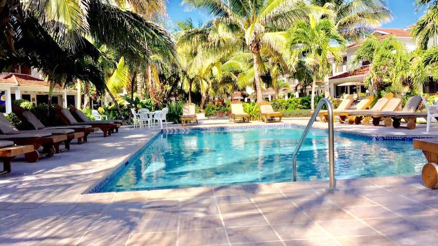 Tradewinds Paradise Villas Poolside - 21A