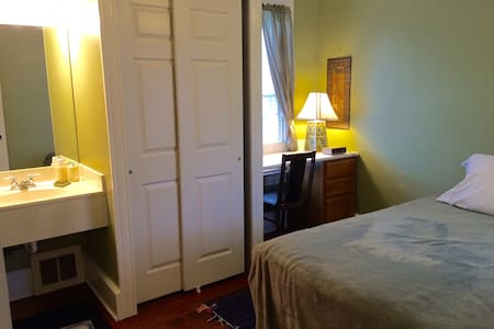 Rooms in Lititz; walk to downtown - Lititz