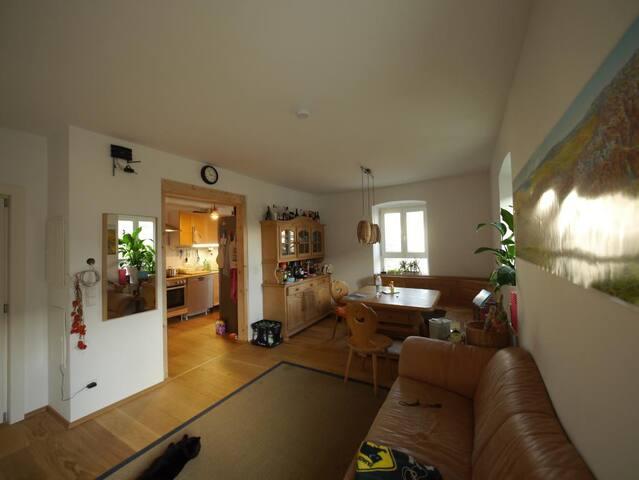 Helles 15qm-Zimmer im Dachgeschoss