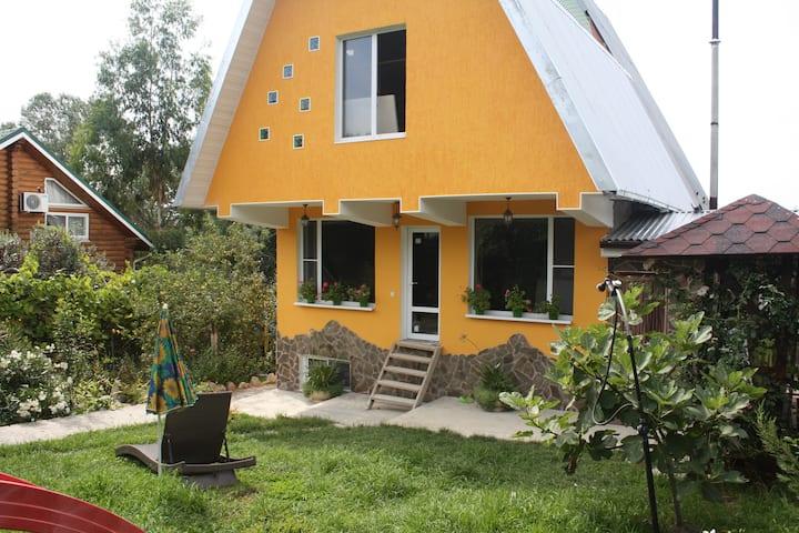Дом на окраине Олимпийской деревни