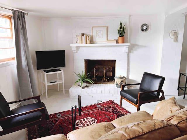 Cozy Guest Suite w/ Private Entrance Near Airport