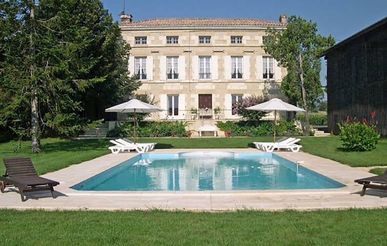 Magnificent Maison de Maitre close to Garonne