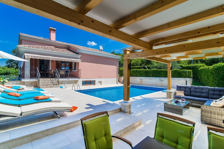 Modern Villa in Rovinj with Private Swimming Pool