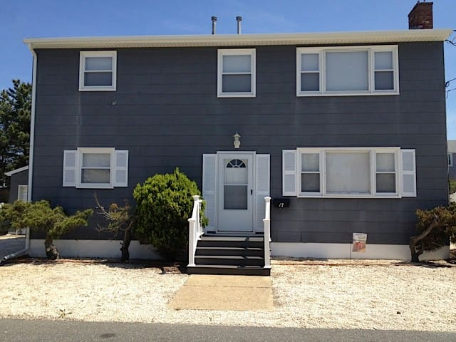 Oceanside duplex (1st Floor) - Long Beach Township - House