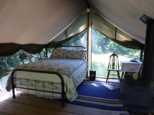 Huckleberry Tent & Breakfast -Nona