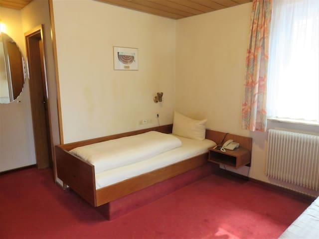 Hotel Conditorei Cafe Baier, (Schömberg), Einzelzimmer Standard mit Frühstück, Dusche und WC