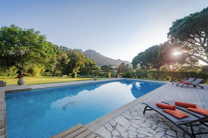 Exceptional villa between land and sea
