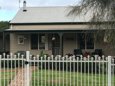 The Pines Cottage, Punt Road Metung East Gippsland