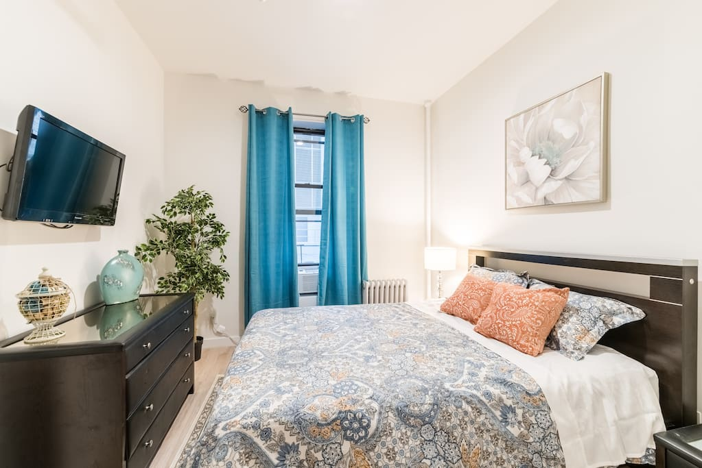 Wonderful Master Bedroom is quite a treat. A great new Queen Bed with plush new mattress & bedding. A large Flatscreen TV with lots of channels.