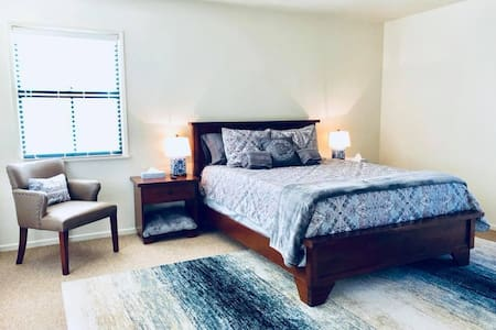 Private Master Bedroom near DT w/ Balcony