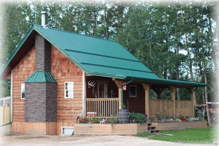 Cozy Cabin Getaway near the Lake