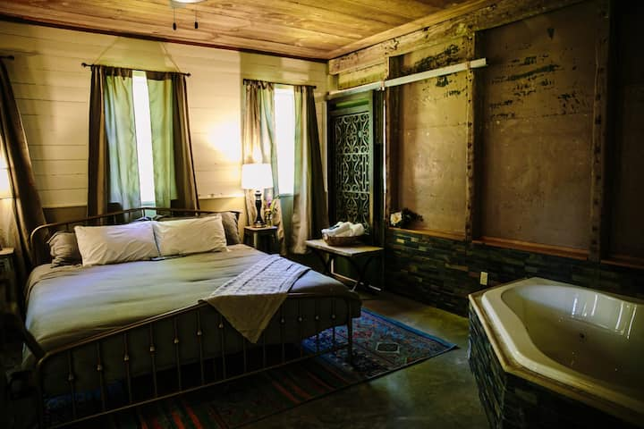 Giraffe Room - The Old Catskill Game Farm Inn