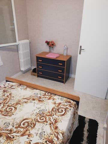 Appartement, tout équipée, chaleureux, calme.