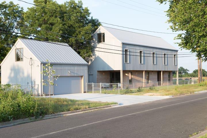 Modern Garage Studio - Austin - Wohnung