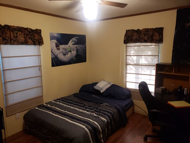 A Little Quite, Home Away: Guest Room
