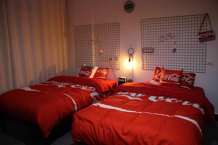 【砂•HOME】紫陶街 建水古城 广慈湖 可口可乐主题房 温馨 舒适 「2-2」