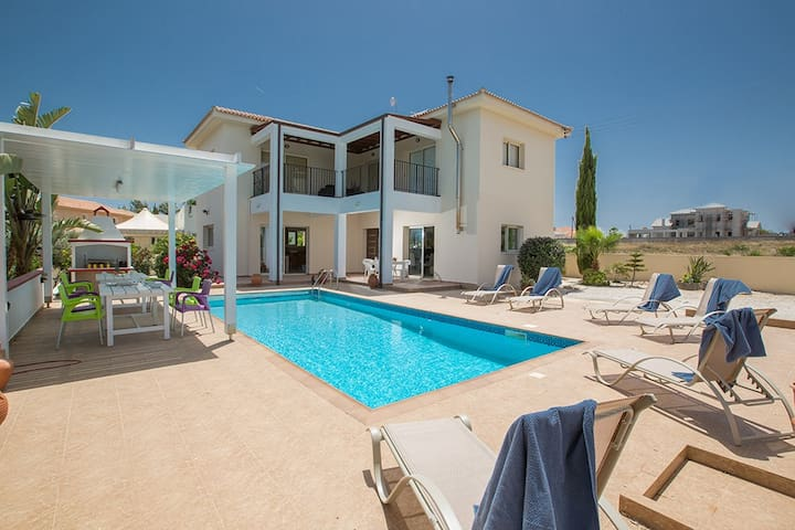 Villa Orka, Beautiful 3BDR Protaras Villa