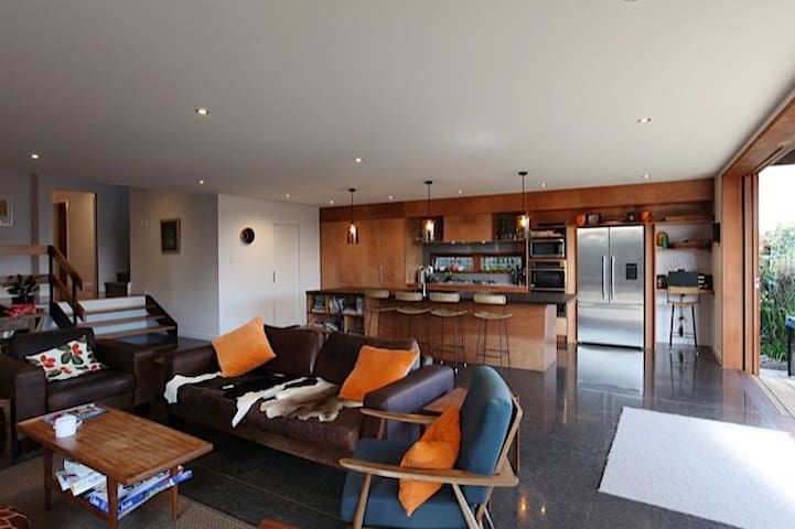 Open plan kitchen / lounge / dining - great for familys