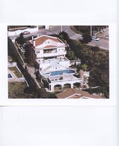 Encantad villa para disfrutar - Gavà