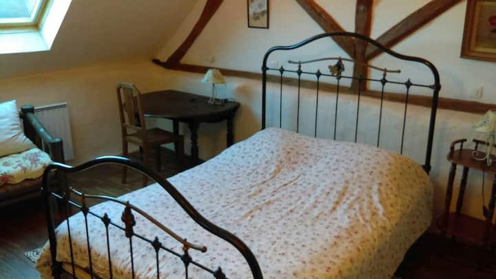 Chambre privative dans maison dédiée aux hôtes.