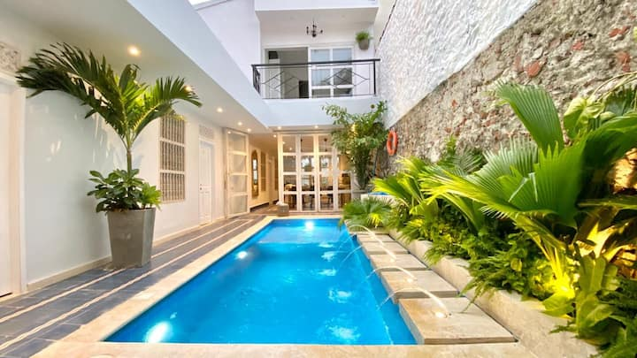 Super Luxury 7 Bedroom House in the Old City