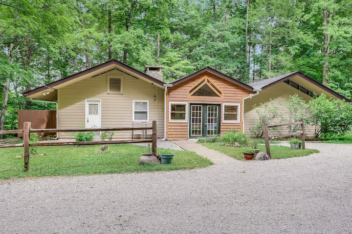 Shady Woods Cabin | 3 Bedroom | Walk to Downtown! | Hot Tub!