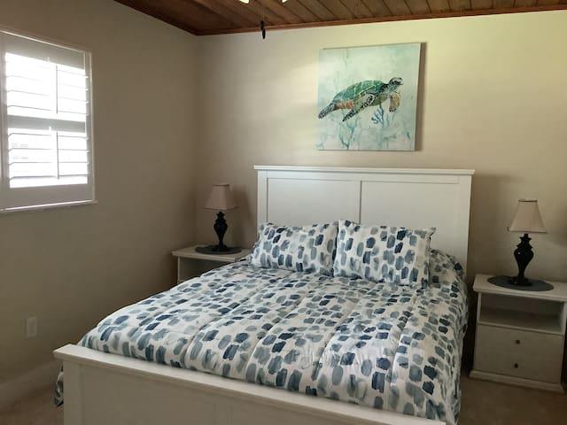 Queen size bed in each bed room.