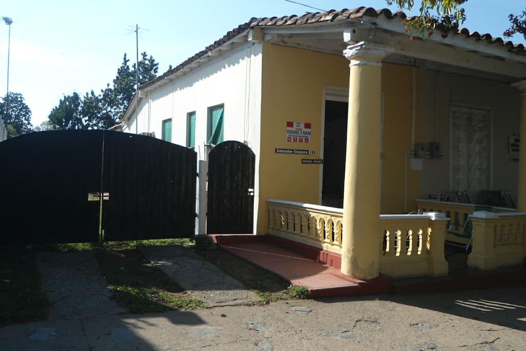 Parqueo Lateral