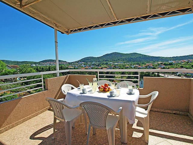 Two bedroom apartment with terrace Bilice (Krka) (A-16582-a)