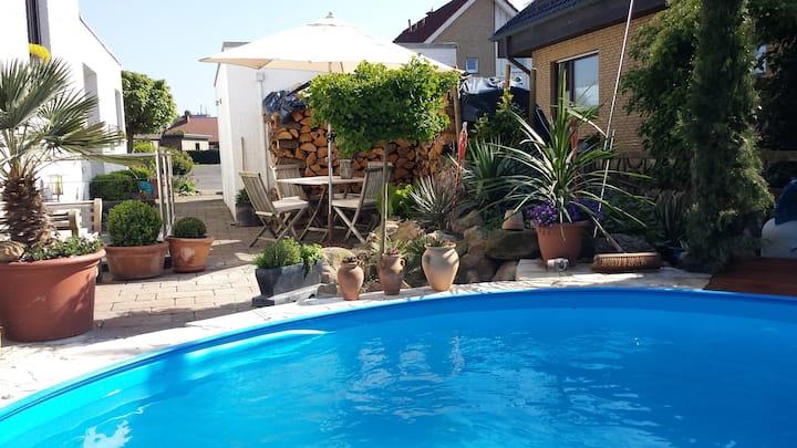 Svens Appartement 45 qm mit Pool u.med. Garten