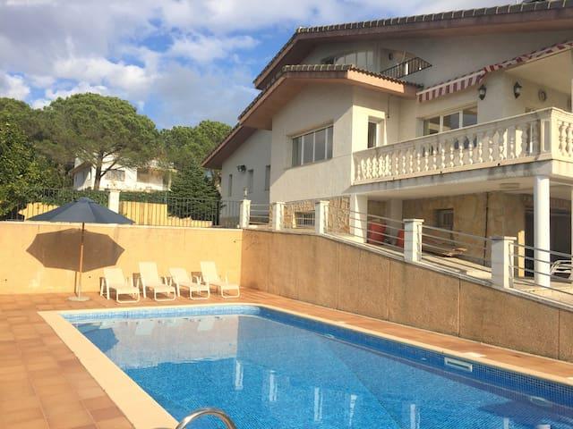 Ferienvilla mit Pool Costa Brava, 10 min zum Meer - Tordera