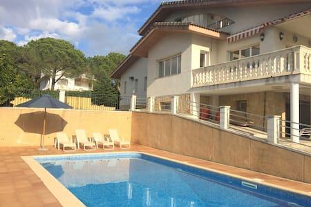 Ferienvilla mit Pool Costa Brava, 10 min zum Meer - Tordera - Hus