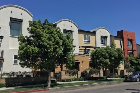 LA Nerdy Host Family with Private Room/bath - Los Angeles - Reihenhaus