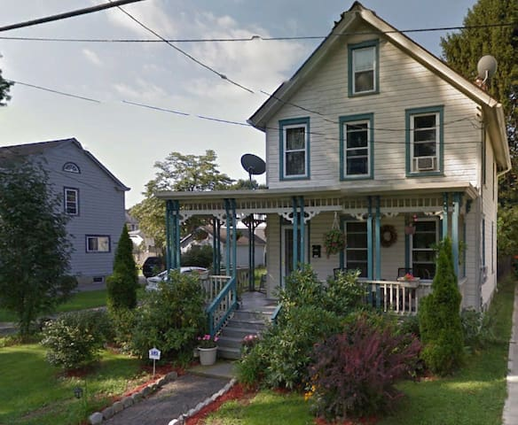 Victorian Home in Beacon, NY With Jacuzzi Spa - Beacon - Dům