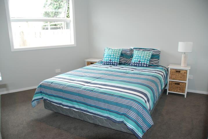 Brand New Home moments from Beach - Papamoa Beach - Casa