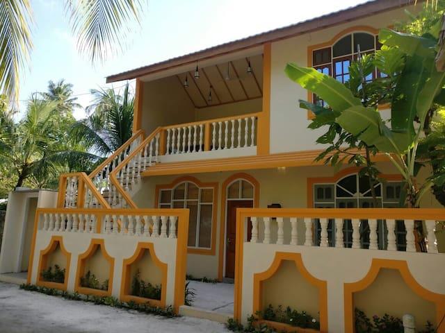 Local Island Lodge ADh.Hangnaamedho