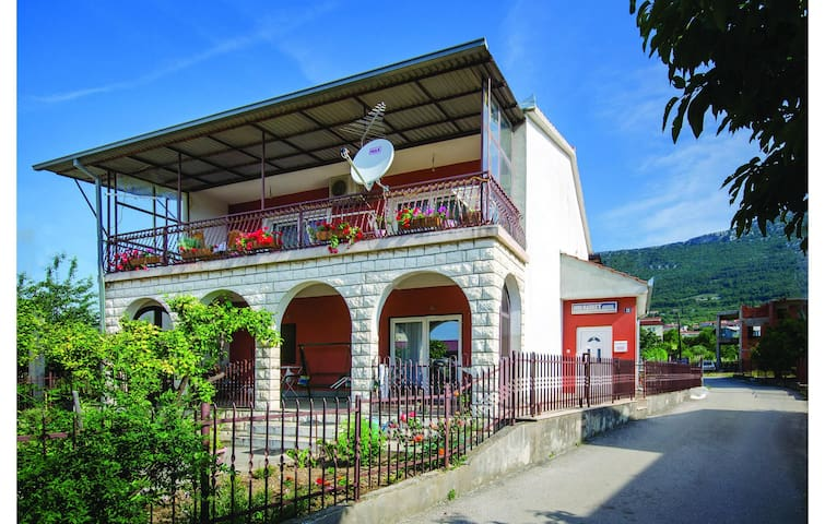 Holiday apartment with 2 bedrooms on 89m² in Kastel Stari