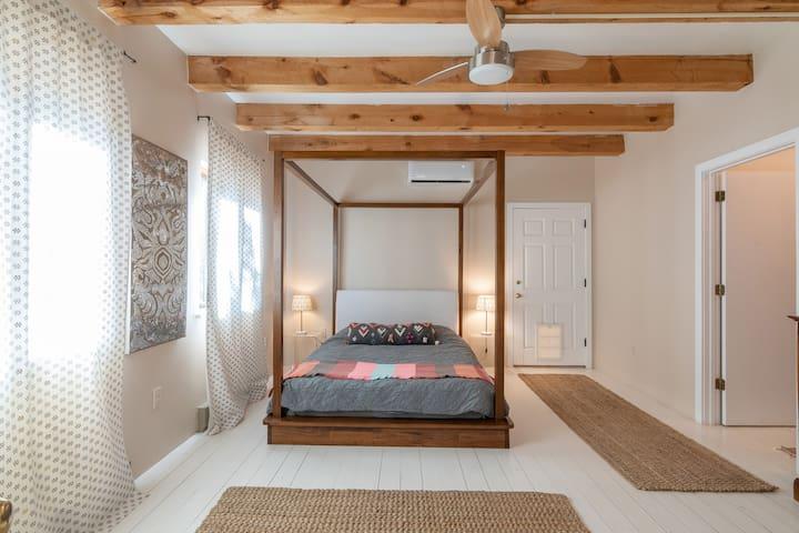 Casa Luna: Santa Fe's Adobe Eco-Retreat