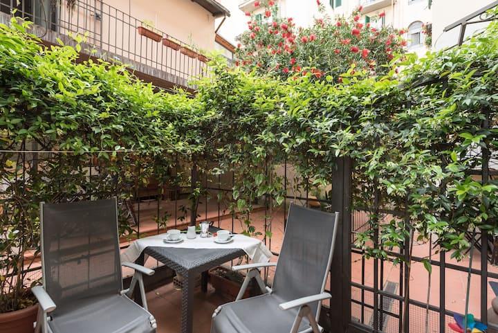 Classic apartment by Savonarola Sq. & Libertà Sq.